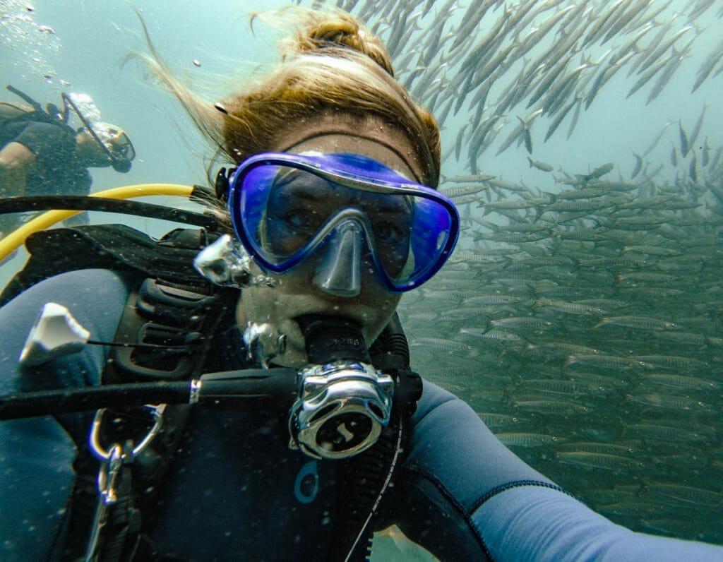 Annika Ziehen diving at Sailrock