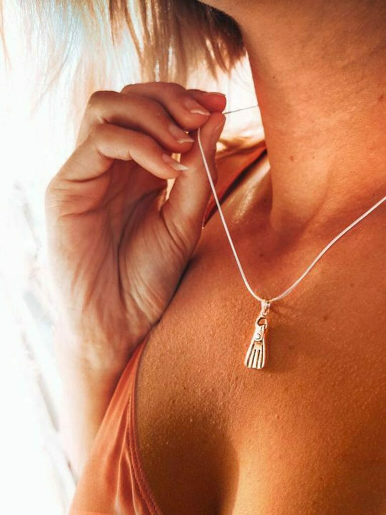 Girls that Scuba fin necklace